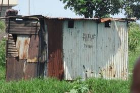 Veřejné  záchodky kdesi v Africe.