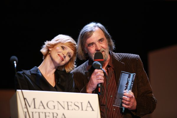 Šrut s cenou Magnesia Litera za literaturu pro děti a mládež 2008. a3aa39955d