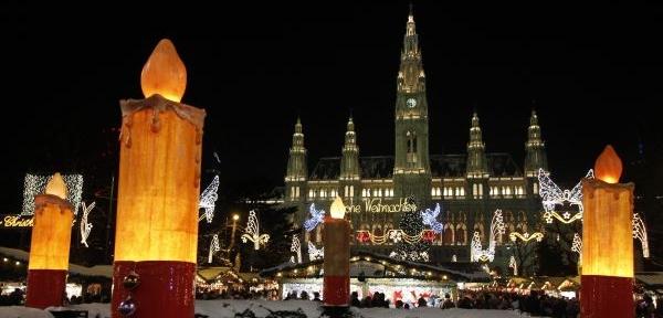 f5da0e4d2 Vídeň noc protančí. Poprvé s ohňostrojem. Z očekávaných sedmi set tisíc  návštěvníků jich kolem sto ...