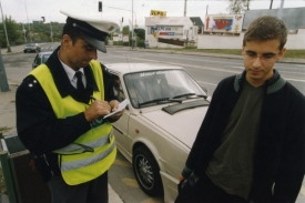 V údajích na pokutovém bloku se řada řidičů nevyzná a pak je překvapena, když nasbírá dvanáct trestných bodů (ilustrační foto).