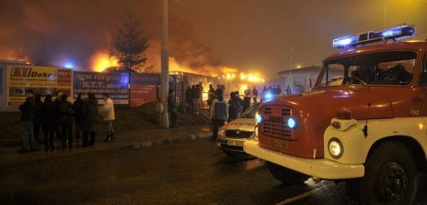a0e18acae7d Rozsáhlý požár večer zachvátil prostory brněnské tržnice v Olomoucké ulici.