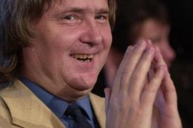 Petr Cibulka se v politice stále angažuje. Občas se svou stranou Pravý blok dosáhne i na příspěvky za odevzdané hlasy.