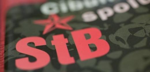 Seznamy agentů a spolupracovníků StB nejprve vycházely v časopise na pokračování. Později je Cibulka vydal i knižně.