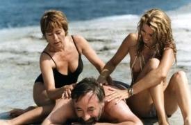 Ukradli torzo Jupitera. Annie Girardotová hrála několikrát i s Philippem Noiretem.