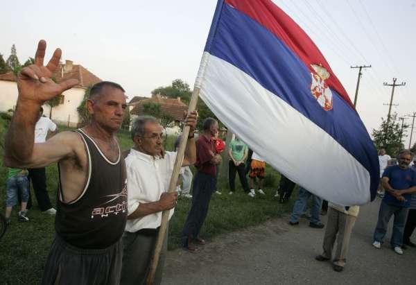 Proti zatčení Mladiče demonstrovalo v bělehradě jen několik set lidí, třebaže většina Srbů ho považuje za hrdinu.