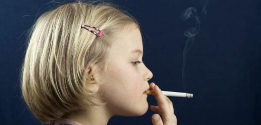 čtyři dívky kouření