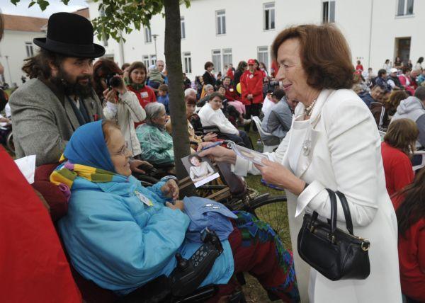 Na prvním dni Dnů dobré vůle se s handicapovanými setkala i Livia Klausová.
