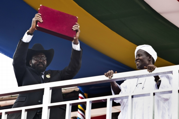 Jihosúdánský prezident Salva Kiir představuje novou ústavu.