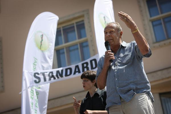 Na happeningu vystoupil předseda Českomoravské konfederace odborových svazů Jaroslav Zavadil.