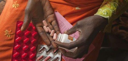Léky na léčbu HIV by mohly sloužit i jako prevence, podle vědců snižují riziko nákazy.