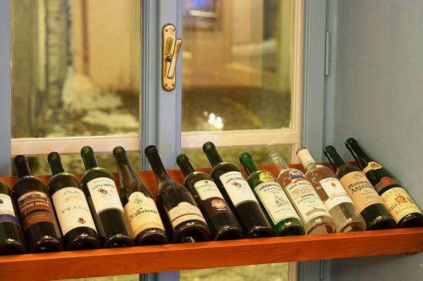 V nabídce je široký výběr vín.