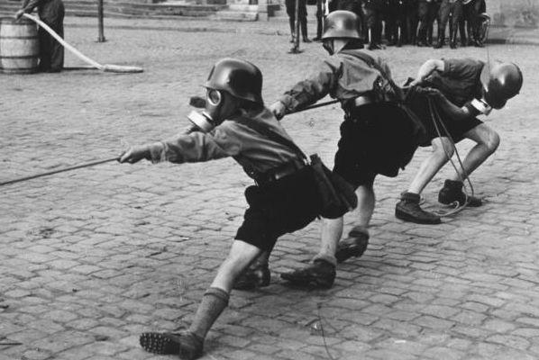 Hitlerjugend v roce 1933.