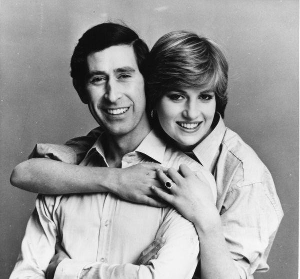 K oficiálním zásnubám 24. února 1981 si nevěsta vybrala velký prsten v hodnotě 30 tisíc liber.