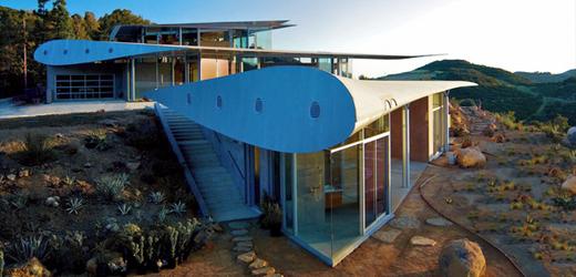 Jedinečný dům stojí v kopcích kalifornského Malibu.