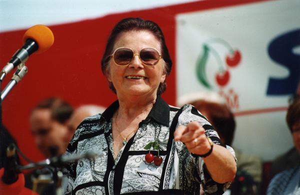 Švorcová na srazů komunistů na pražském Výstavišti v roce 2002.