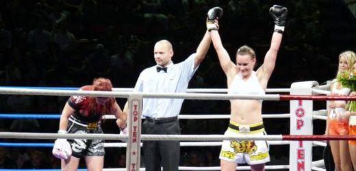 Vítězka kategorie nad 70 kg Lucie Mlejnková (vpravo).