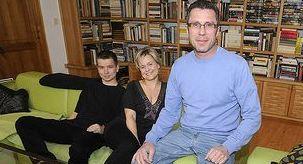 Veronika Vrecionová s manželem a se synem Jáchymem (vlevo).