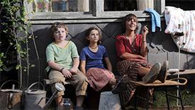 Barbora Hrzánová, Linda Votrubová a Jakub Wunsch jako hlavní postavy filmu Modrý tygr.