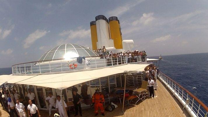 Cestující na italské výletní lodi Costa Allegra trpí hlavně horkem.
