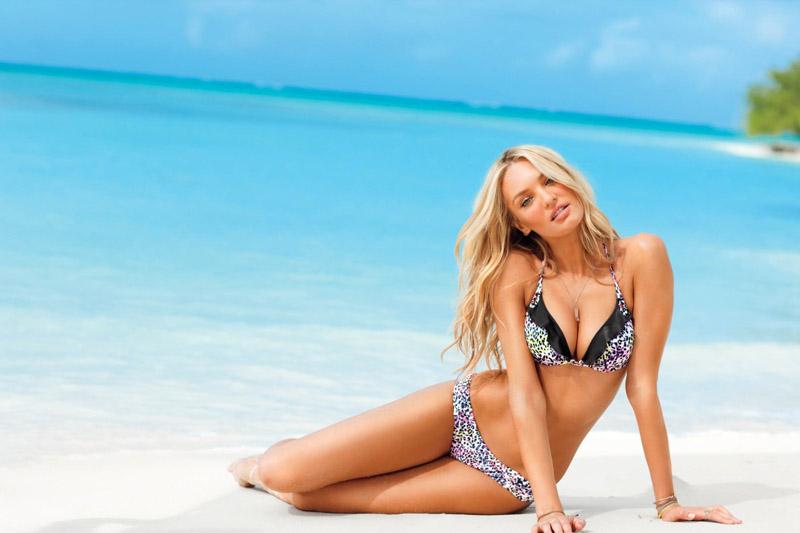 d75ce4ee4 Hravé puntíky a vzhled spodního prádla jsou také lákavou plážovou kombinací.