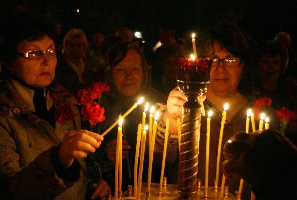 Obyvatelé Kyjeva uctili památku obětí havárie.