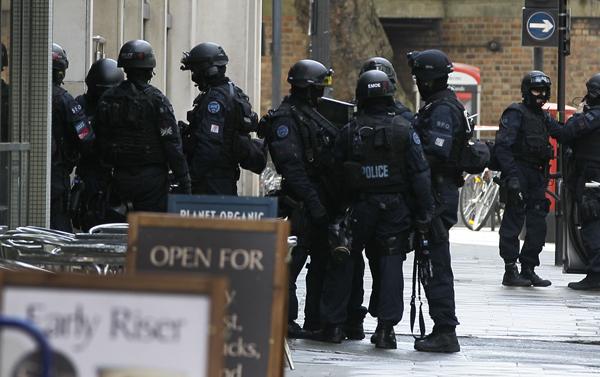 Na místě jsou podle policie i vyjednávači.