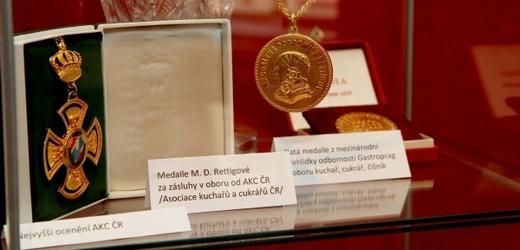 Nechybí ani medaile Magdaleny Dobromily Rettigové.