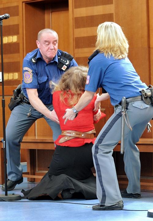 Romana Z. po vyslechnutí rozsudku v soudní síni zkolabovala.