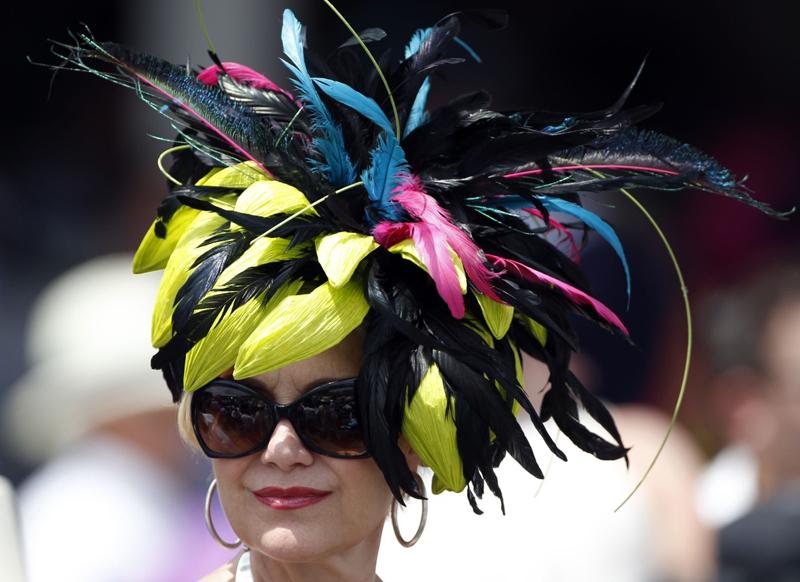 927f6350549 Dostihy v Louisville ve státe Kentucky jsou proslulé extravagantními  klobouky