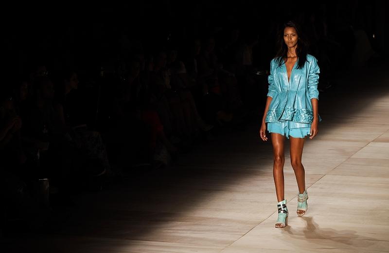 344a536cf3f Modelka na přehlídce Fashion Rio v brazilském Rio de Janeiru. (Foto  ČTK