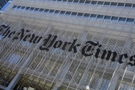 Thompson převezme firmu vydávající listy The New York Times a Boston Globe.