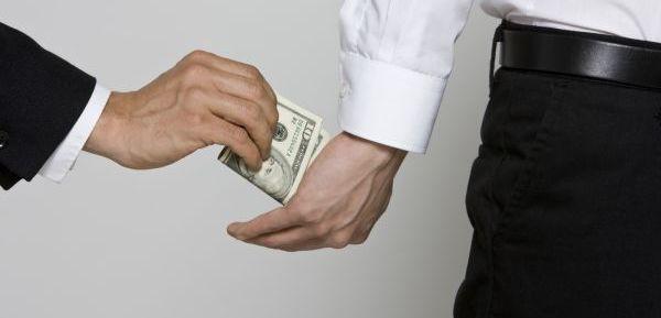 Úplatek již není podmínkou získání veřejné zakázky, ale korupce je stále považována za velký problém