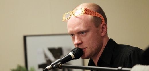 Jan Budař je rensanční člověk: působí jako herec, režisér i muzikant.