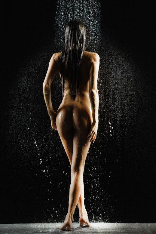 nahá prsa sex pod vodou
