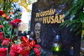 Husákův hrob v Bratislavě bývá obložen květinami. Budeme rehabilitovat Husáka i v českých zemích?