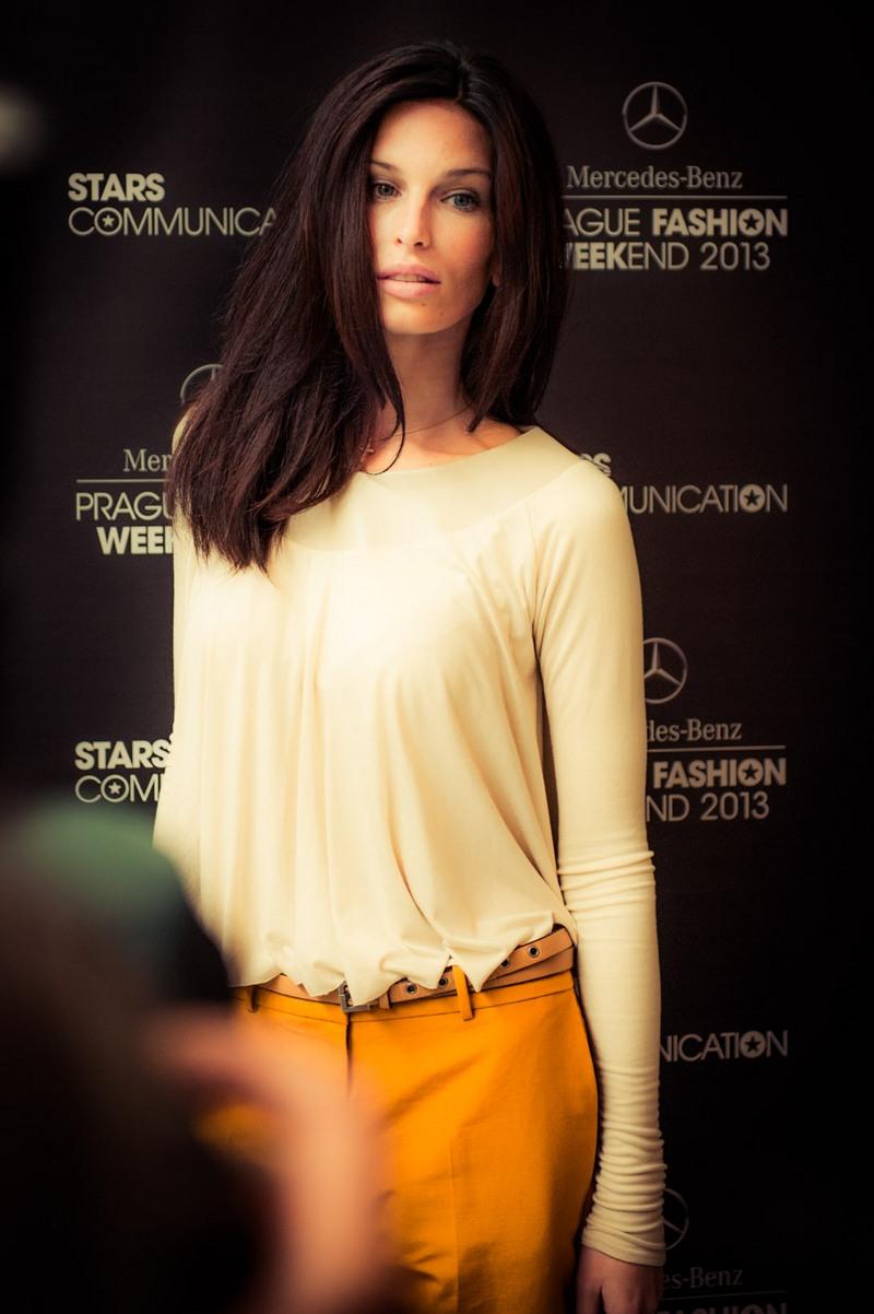 Tváří Mercedes-Benz Prague Fashion Weekend 2013 se stala slovenská  topmodelka Viera Schottertová. 4c91c3e75d8