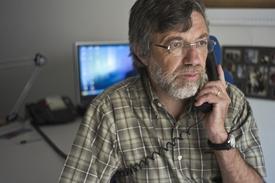 Telefonisté na krizových linkách mají na Štědrý den plné ruce práce (ilustrační foto).