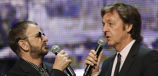 Paul McCartney (vpravo) a Ringo Starr (vlevo).