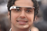 Kunar Nayyar z Big Bang Theory v Google Glass