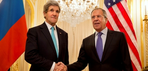 Šéfdiplomat USA John Kerry (vlevo) a jeho ruský protějšek Sergej Lavrov.