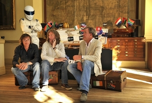 The Stig (vzadu), Richard Hammond (vlevo) James May a Jeremy Clarkson.