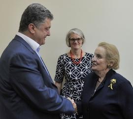 Oligarcha Porošenko a exministryně zahraničí USA Albrightová v Kyjevě.