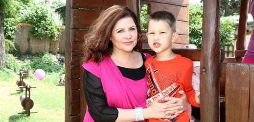 Ilona podporuje charitu. Zúčastnila se Avon pochodu.