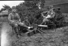 Rakouští vojáci na snímku, který nalezl ostravský fotograf Jiří Hrdina při demolici domu.