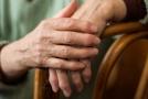 Revmatoidní artritida postihuje lidi všeho věku.
