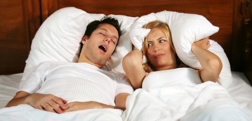 Chrápání může nepříjemně ovlivnit partnerský život (ilustrační foto).