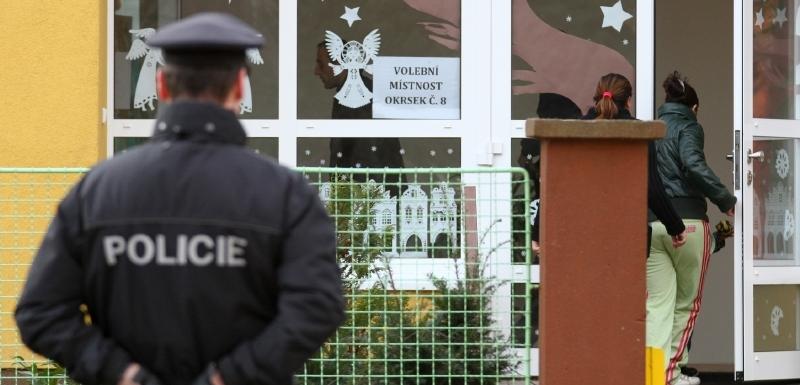 Hlasování v Chomutově i v Bílině hlídali policisté. Říjnové volby byly  totiž zmařeny kvůli kupčení bee807ad1e