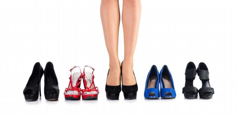 Jak nejlépe vybrat na ples správné boty a doplňky. Chcete být hvězdou  večera 4d521942db