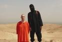 Na snímku novinář James Foley těsně před svou popravou.