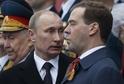 Ruský prezident Vladimir Putin (vlevo) a premiér Dmitrij Medveděv.